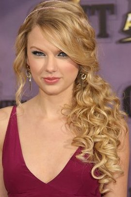 Taylor Swift Side Swept hairstyle